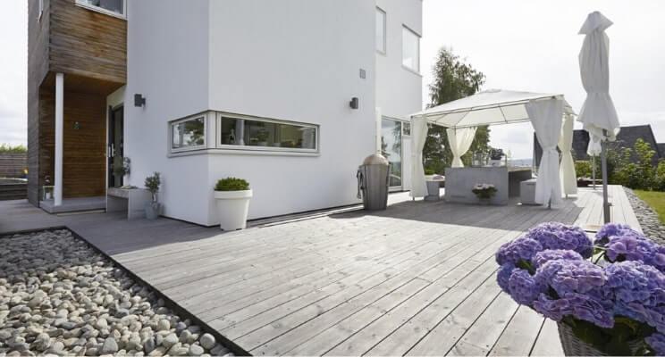 Blog-Imagen-Exteriores-con-decks-de-madera-para-casas-de-fin-de-semana-fresno-termotratado-exteriores-infinitos-Homedressing-Jun20-V1.jpg