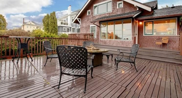 Blog-Imagen-Exteriores-con-decks-de-madera-para-casas-de-fin-de-semana-madera-ladrillo-Homedressing-Jun20-V1.jpg